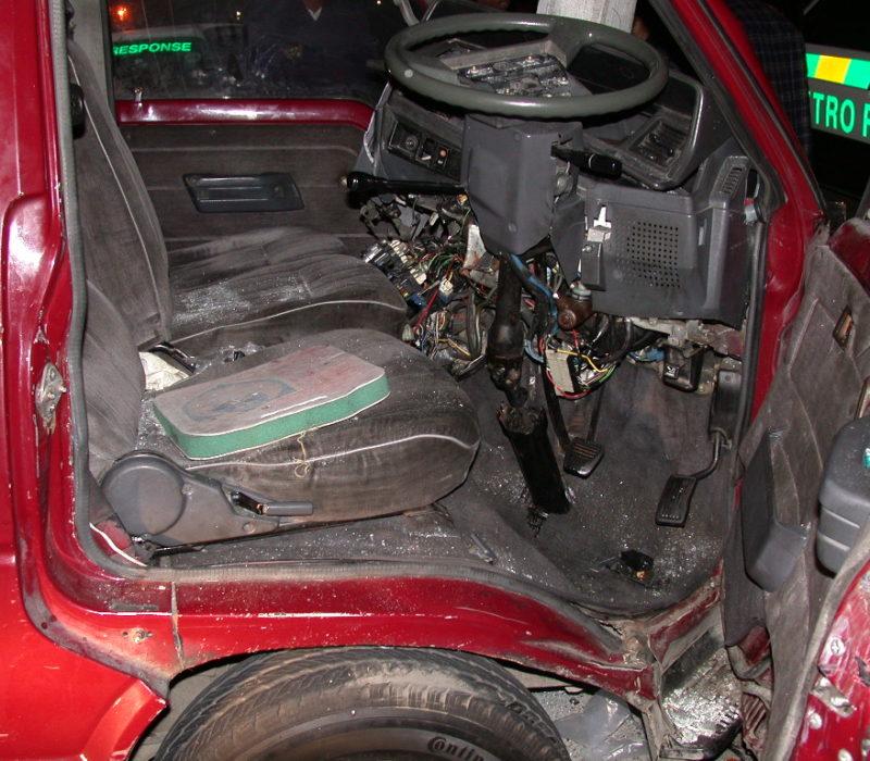 Auto in Kandelaber von innen